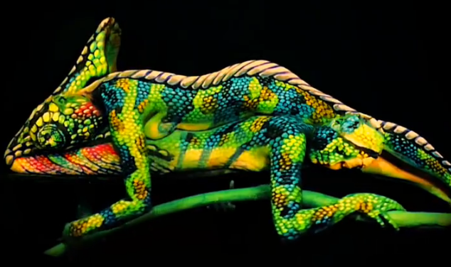 Amazing Human-Chamaleon dance