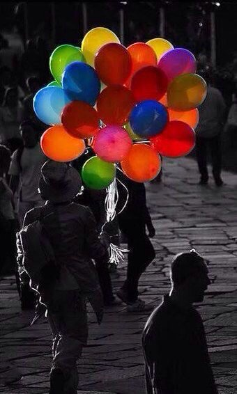Happy Balloons  - be artist be art - urban magazine