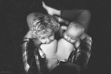 Breastfeeding it´s life not a crime - by Ivette Ivens - Be artist Be art - urban magazine