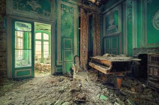Abandoned (stunning) locations - by Matthias Haker - be artist be art