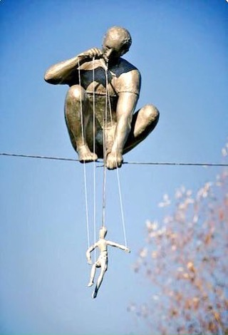 Puppets hanging in the Sky - be artist be art