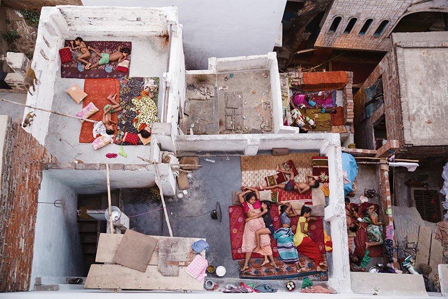 Rooftop #Dreams - Varanasi #streetart - be artist be art