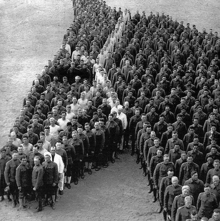 Soldiers tribute to war horses - by Arthur Mole - be artist be art magazine