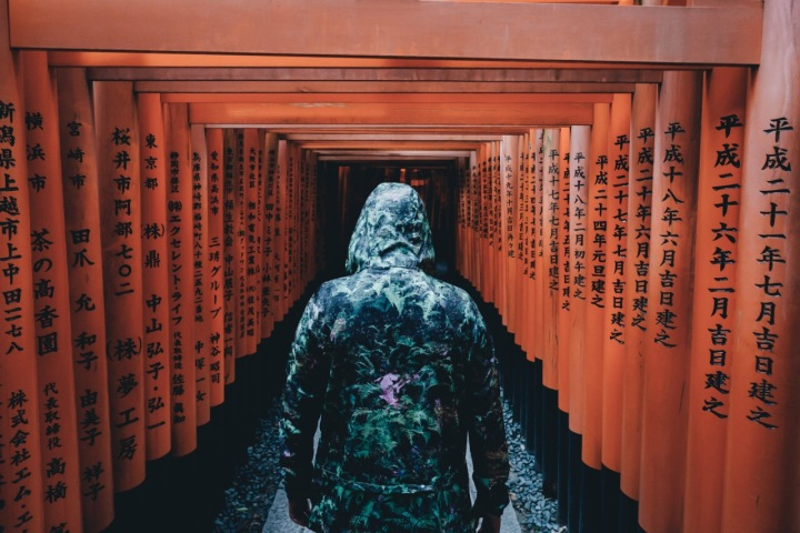 Explore the #Unkown - #Japan Street #Photography by Takashi Yasui - be artist be art magazine