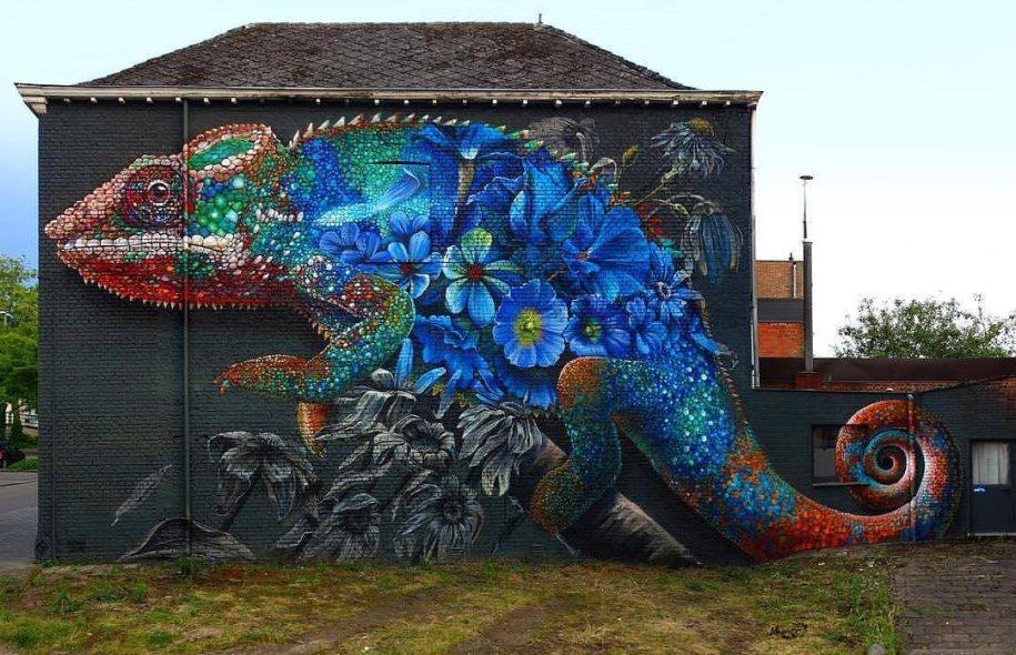 Flowerful Chameleon #Streetart - by Super A and Zenk One - be artist be art magazine